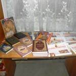 В день празднования православной книги иеромонах Марк Макаров передал книги Священного Писания во все библиотеки города Мелитополя. (01.03.2015)
