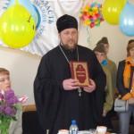Протоиерей Максим Смирнов поздравил общество инвалидов с двойным праздником Днем матери и Днем семьи. (12.05.2015)