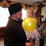 Благочинный Мелитопольского округа поздравил воспитанников и коллектив центра реабилитации с праздником – Международным днем защиты детей (29.05.2015)