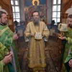 Высокопреосвященнейший Владыка Лука в сослужении клириков Мелитопольского городского благочиния свершил Божественную литургию (06.12.2015)