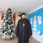 Батюшка поздравил с Новолетием и Рождеством Христовым ребят и персонал приюта (29.12.2016)