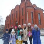 Самые морозостойкие девочки нашей воскресной школы вместе с самым теплолюбивым снеговиком!
