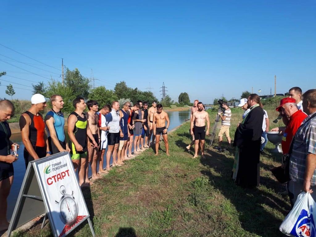 Благочинный города Мелитополя благословил соревнования по триатлону.