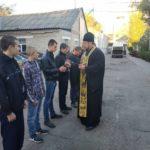 Благочинный г. Мелитополя, благословил новобранцев.