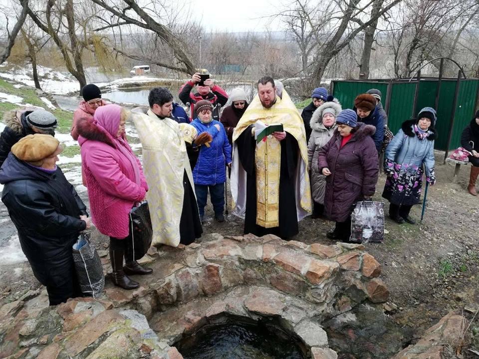 На терпеньевских источниках отслужили чин великого освящения воды.