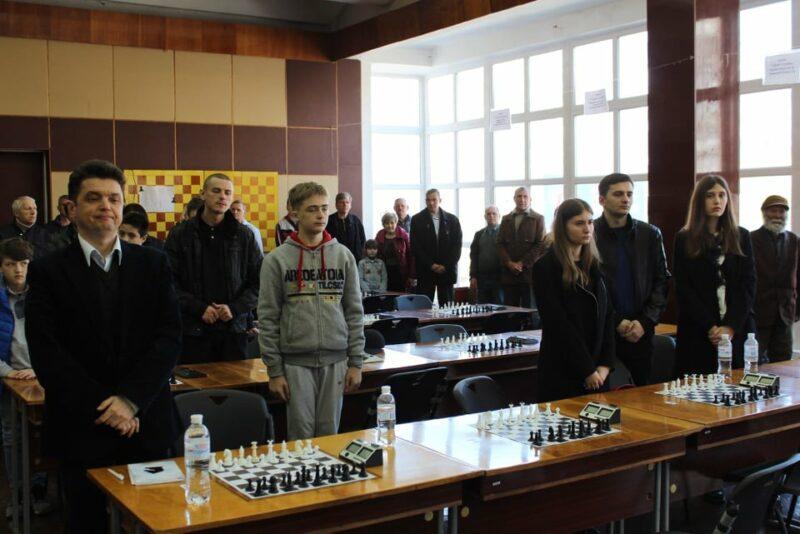Благочинный Мелитополя посетил шахматный турнир-мемориал.