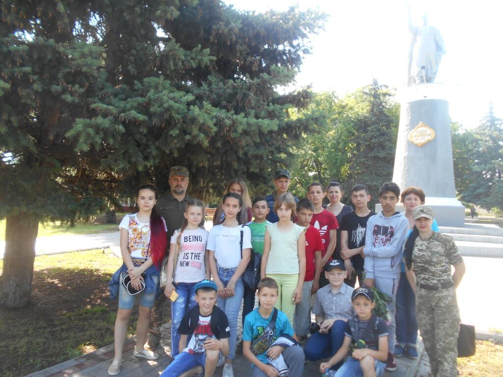 Проведена перша екскурсія для вихованців нової школи джур до мелітопольської авіаційної бази.